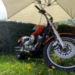 Monteurwohnung und Ferienwohnung in Haiger - Garten mit Motorrad